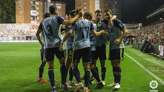 Una familia celebrando el gol de Juan Muñoz.