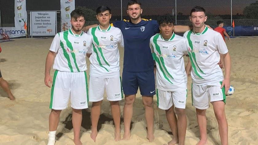 Los juveniles del Poli Ejido con la Selección.