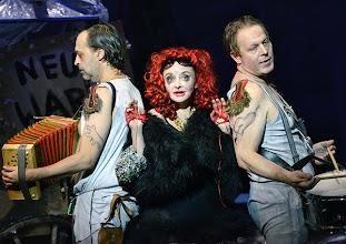 Photo: WIEN/ BURGTHEATER: MUTTER COURAGE UND IHRE KINDER von Berthold Brecht. Inszenierung David Boesch. Premiere 8.11.2013. Foto: Barbara Zeininger