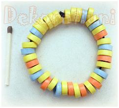 Photo: Brăţară galbenă cu albastru şi orange, quilling Mărgele realizate manual prin tehnica quilling, lăcuite (39 piese) Şnur:  elastic negru Preţ: 15 lei
