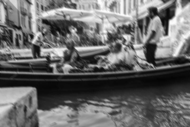 Venezia nei canali. di Simone Fortuna