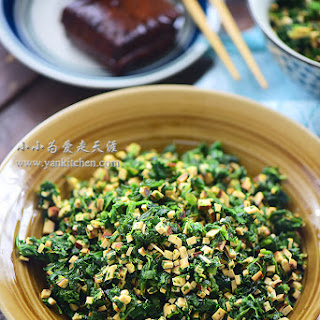 Diced Spinach And Dried Smoked Tofu Salad