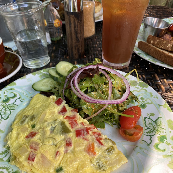 Omelette with side salad (substitute for toast and potatoes which are not gf)
