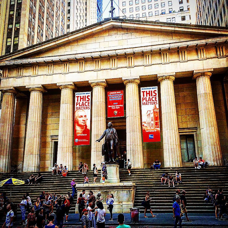 The stairs of Federal Hall. Photo: Josean Lopez.