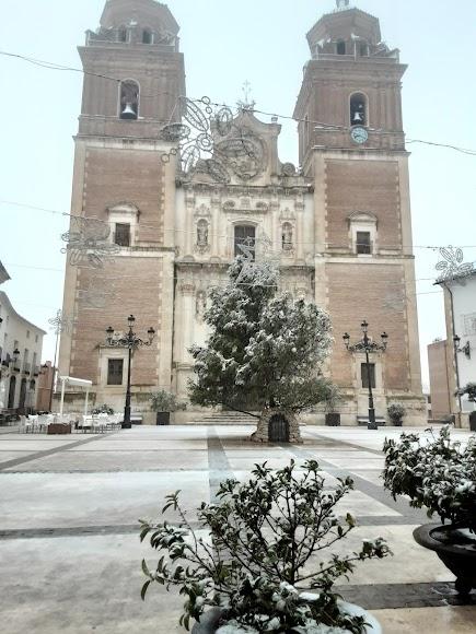 Bellísima imagen de Vélez Rubio y su impresionante iglesia nevada. Foto de Carmen Méndez.