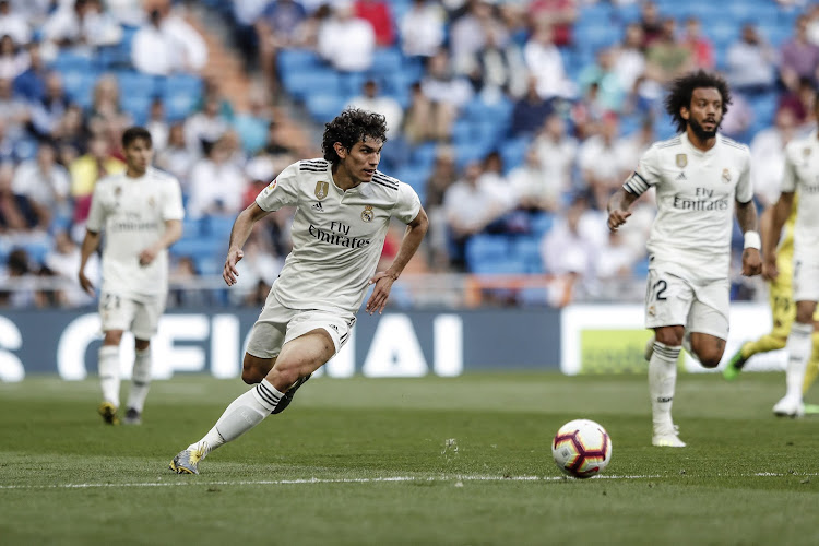 Officiel : Un joueur du Real Madrid rebondit en Premier League, un milieu du Borussia Dortmund rejoint définitivement Francfort