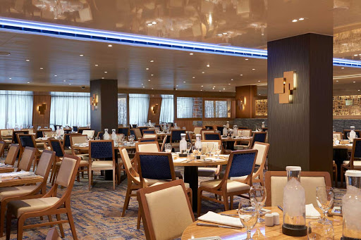 carnival-panorama-Horizon-Restaurant.jpg - The Horizon Restaurant features a changing menu of specials that will whet your tastebuds. Choose a set dining time or Your Time Dining so you can arrive when you're hungry.