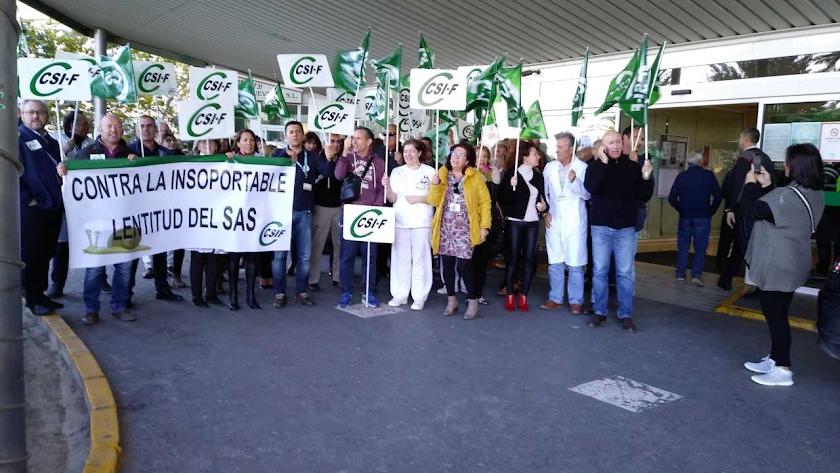 Un momento en la concentración de CSIF en Torrecárdenas