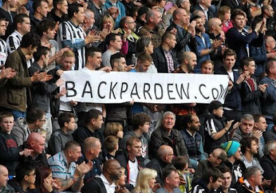 Newcastle s'impose contre Liverpool
