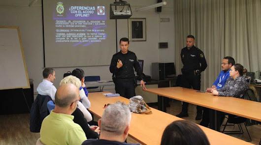 Policía Nacional y padres hablan de acoso escolar, redes sociales y drogas