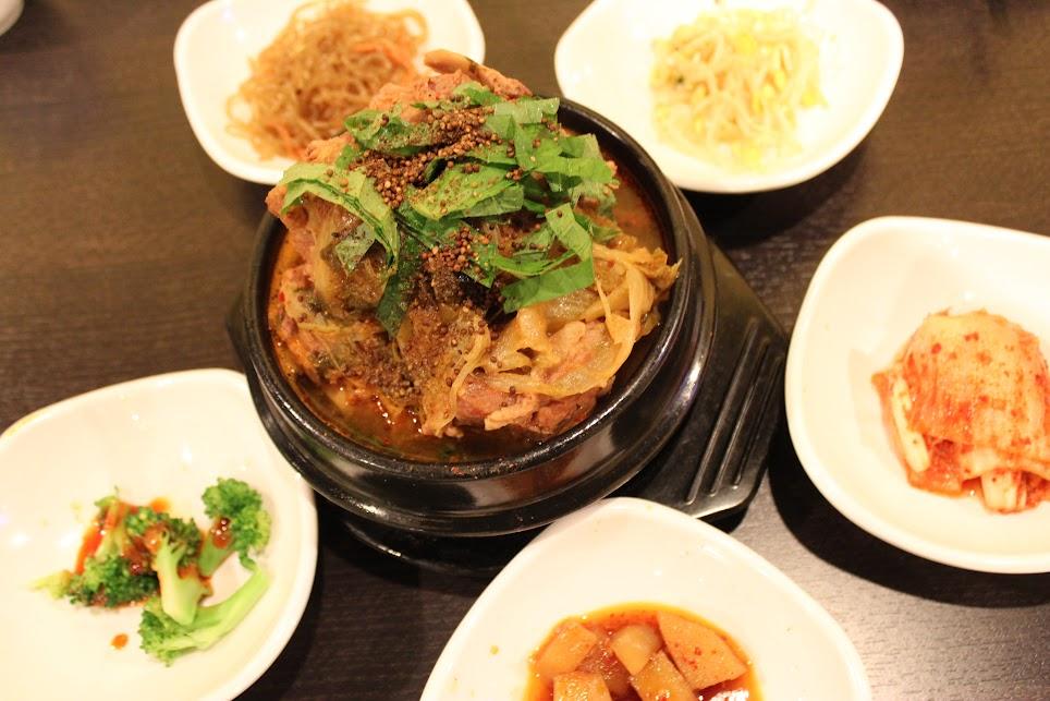 Pork Bone Soup at Uijeongbu BudaeJijgae 감자탕 의정부 부대찌개