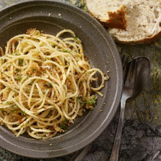 Spicy Spaghetti with Garlic and Olive Oil (Aglio, olio e peperoncino)