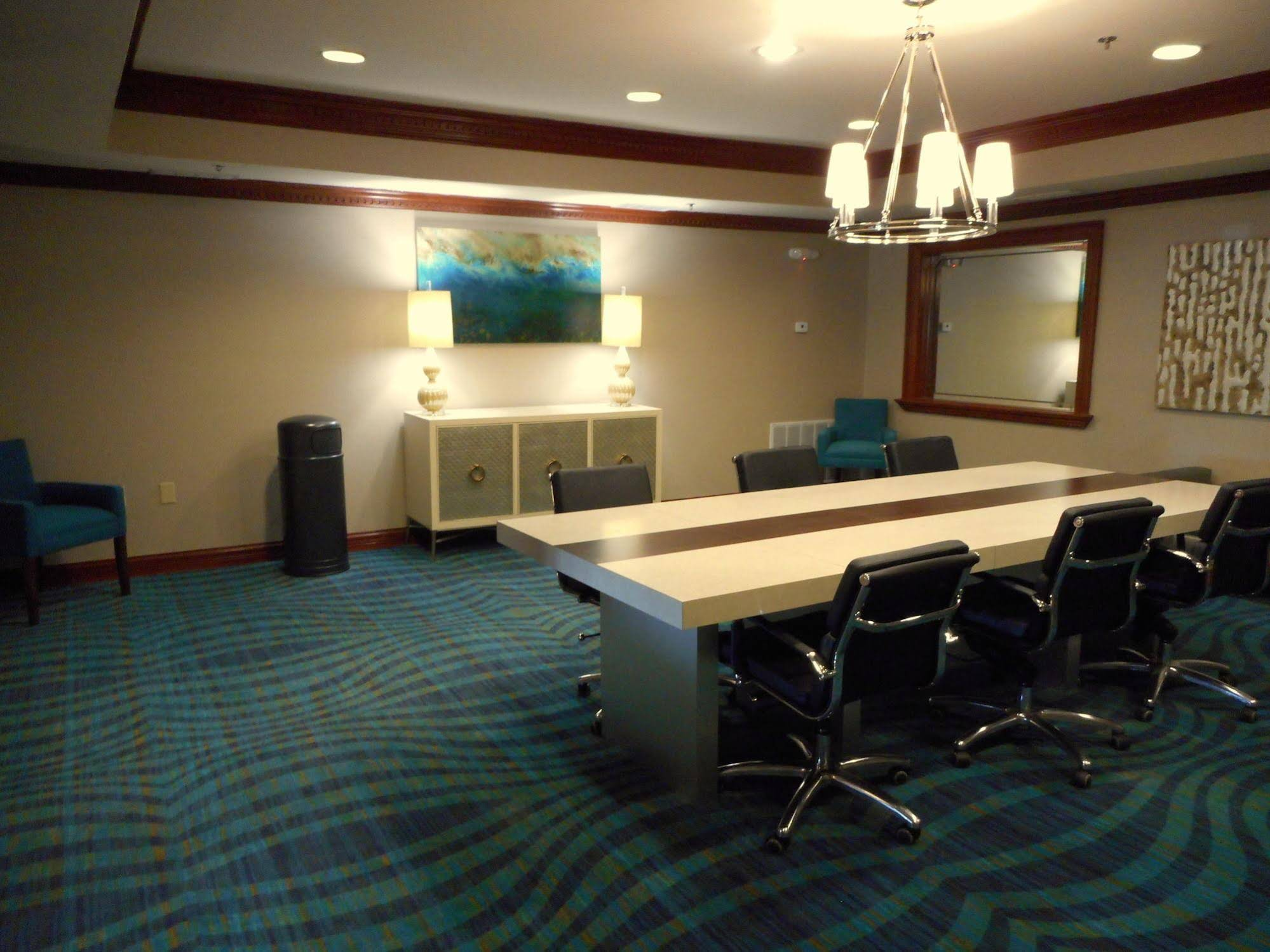 Holiday Inn Express and Suites Carmel North Westfield