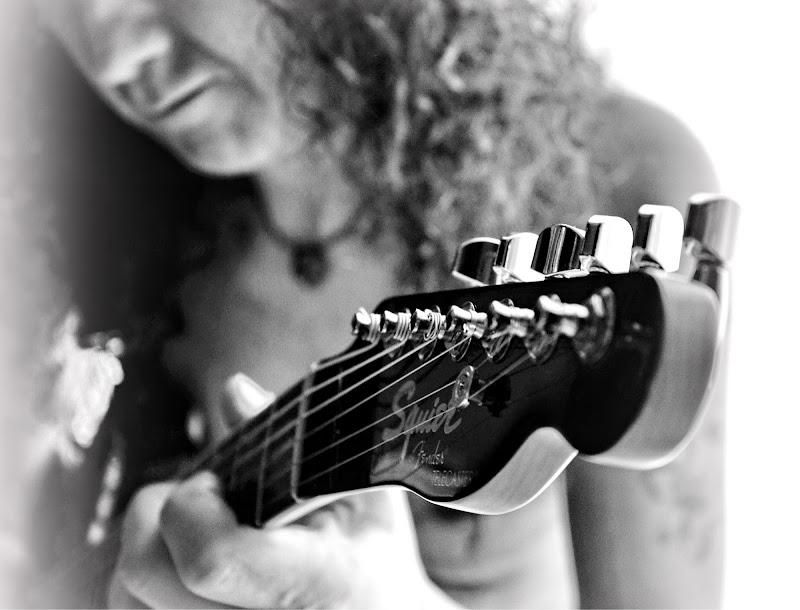 Chitarrista.... di Thaworndee Tong