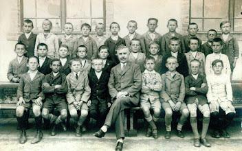 Photo: Farkas kántor tanító úr osztályával