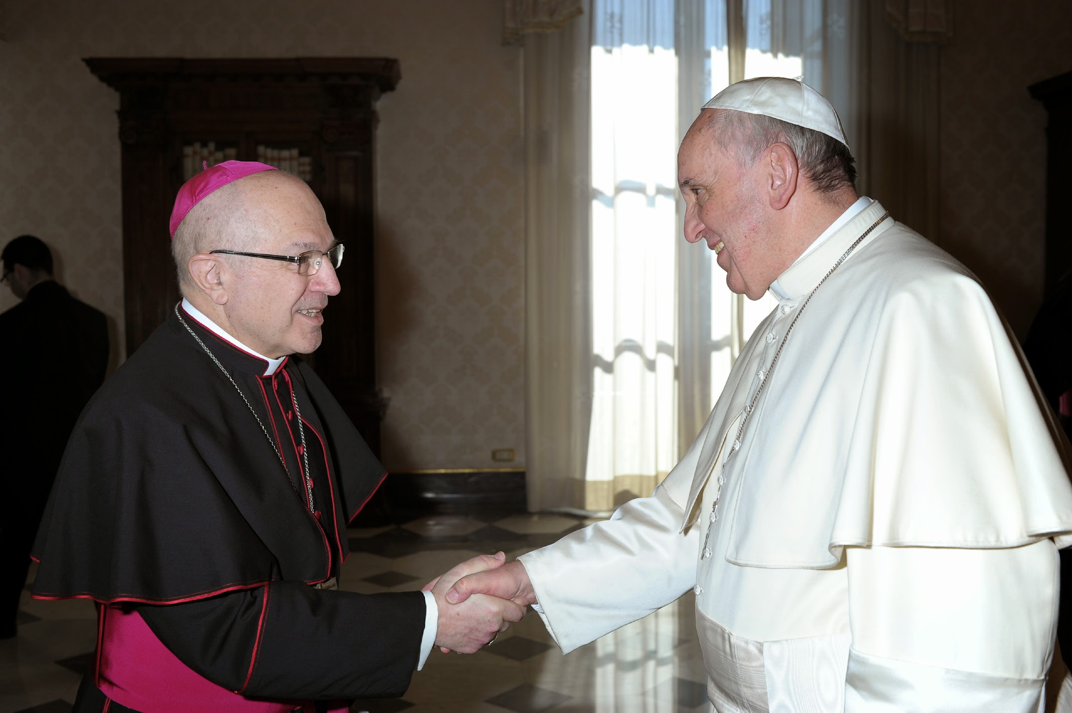 Papa saluda a Cortés