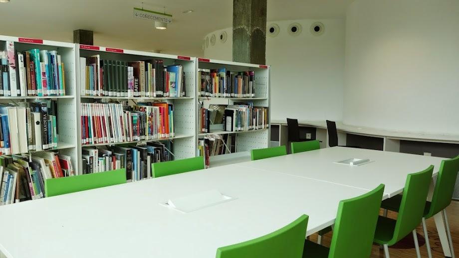 Foto Biblioteca Xosé Neira Vilas 2