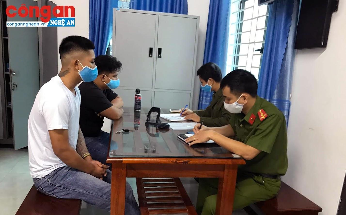 Công an xã Quỳnh Lập xử phạt 2 trường hợp không đeo khẩu trang nơi công cộng
