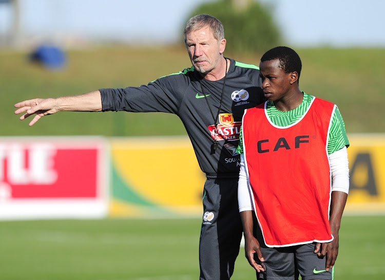 Bafana Bafana head coach Stuart Baxter in a discussion with Maritzburg United attacking midfielder Siphesihle Ndlovu during the South Africa training session at Princess Magogo Stadium in KwaMashu, Durban, September 3 2018.