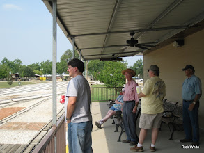 Photo: Talking at the station.  HALS RPW  2009-0905