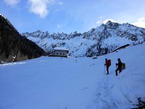 Photo: A SX si entra nella Val Orsera con sopra gli omonimi Campanili e la Cima Trento 2530mt.