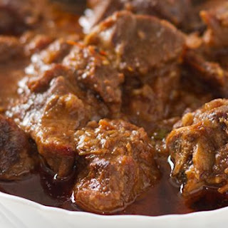Adraki gosht – Mutton cooked with dried ginger powder.
