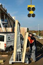 Photo: 20-11-2012 © ervanofoto Een volgend raam wordt klaargemaakt voor plaatsing.