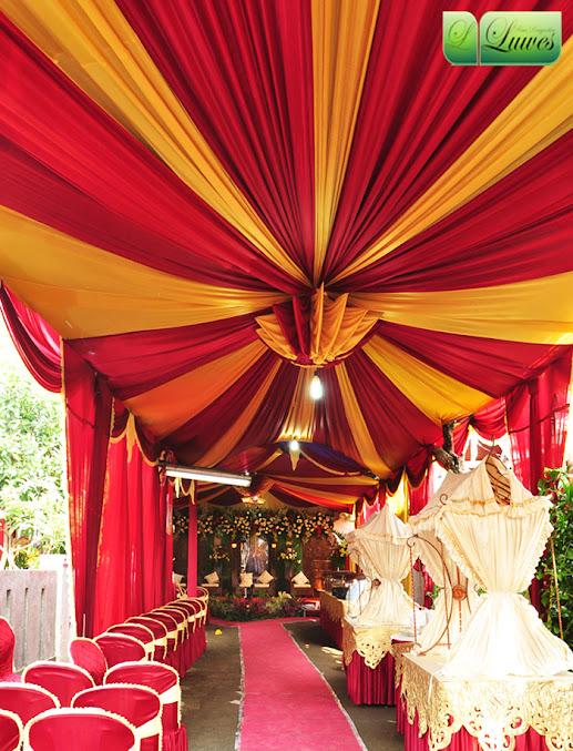 Tenda pernikahan modifikasi untuk resepsi di rumah
