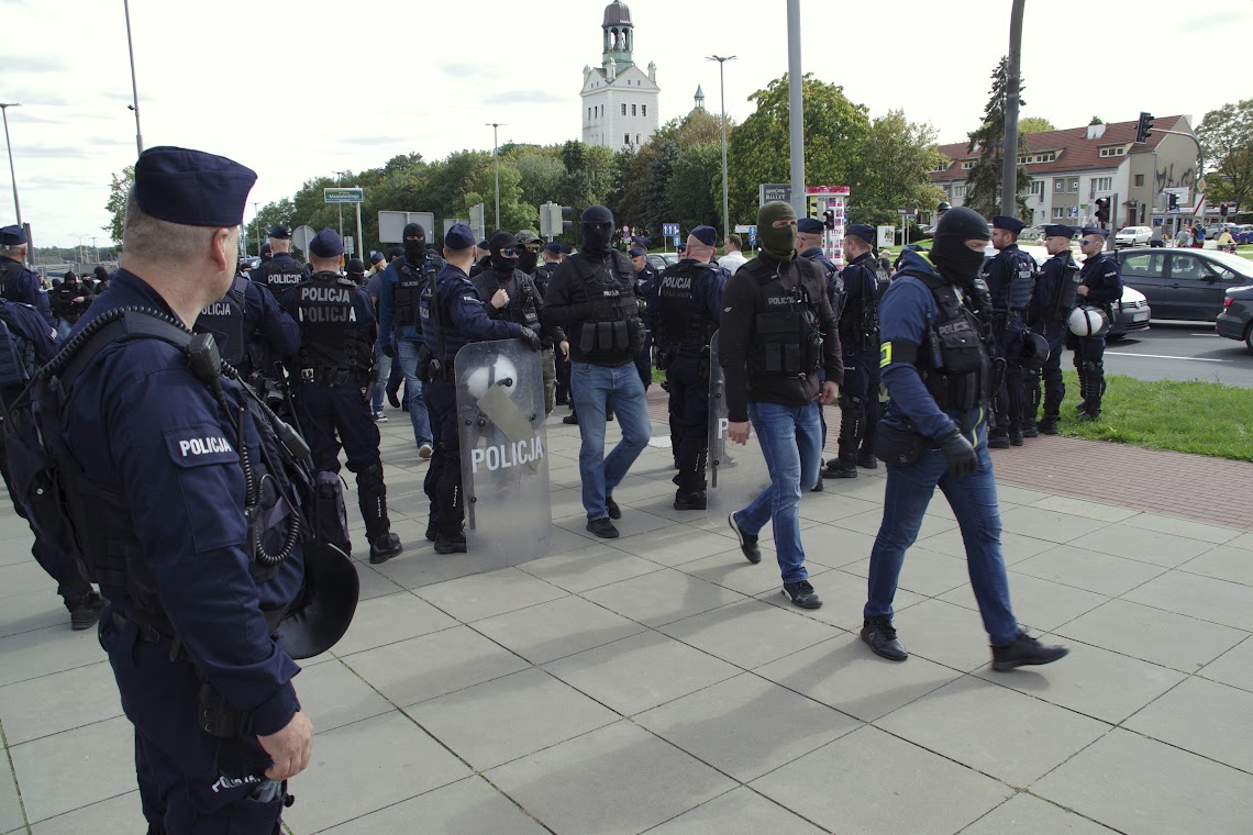 Starkes Polizeiaufgebot. Foto: asc