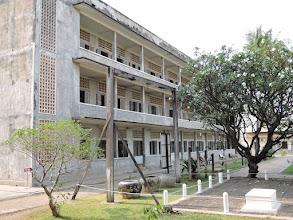 Photo: Phnom Penh, Völkermordmuseum - Volterinstrumente im Vordergrund