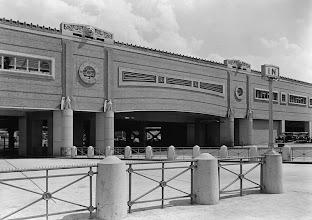 Photo: After dinner, Ah Mou drove Ah Jig & Jane toNewark's Penn Station