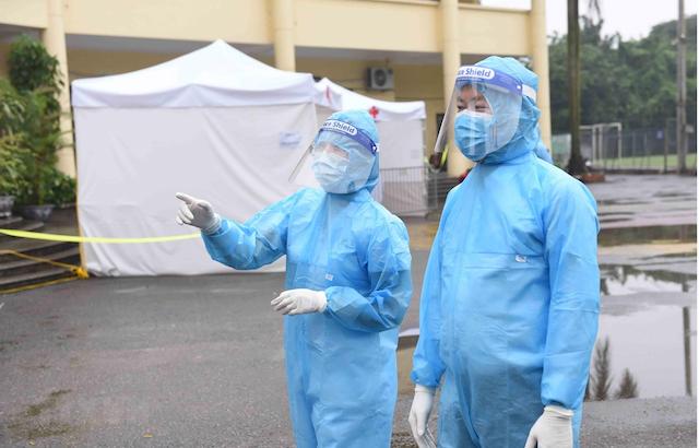 Quần áo bảo hộ y tế giúp các y bác sĩ tránh được các tác nhân nguy hiểm