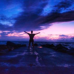 Feeling free by Olivier Grau - Landscapes Sunsets & Sunrises ( colors, sunset, pink, beach, rocks,  )