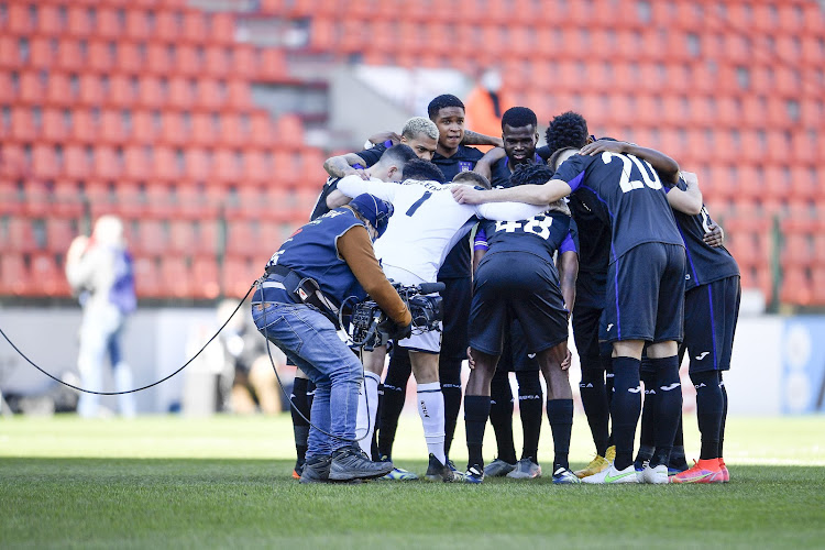 📷 Les supporters d'Anderlecht ont accueilli leurs joueurs à Neerpede