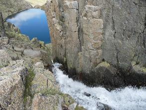 Photo: El impresionante desagüe de una laguna a la otra