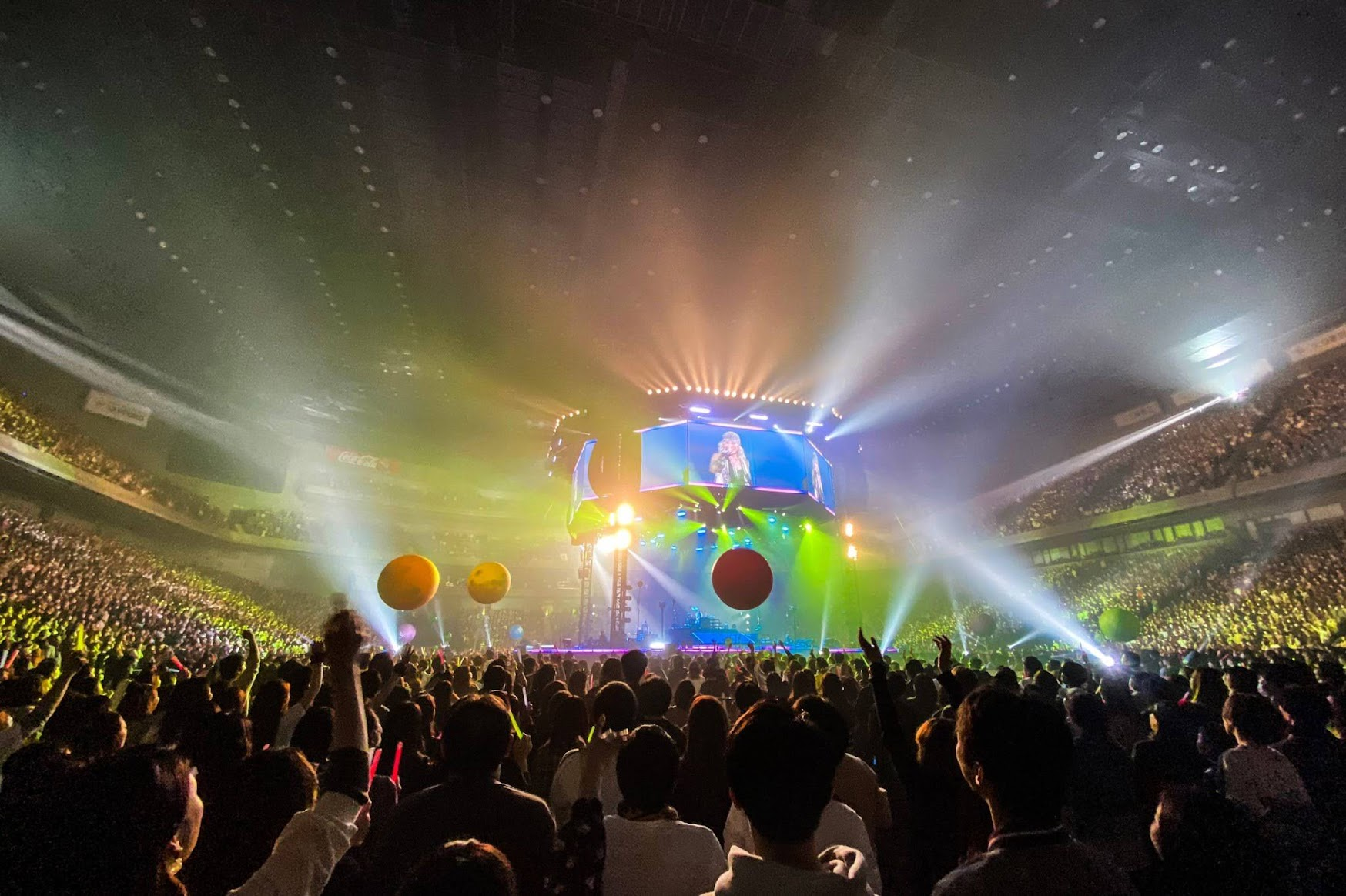 L'Arc-en-Ciel 彩虹樂團 另類「空氣演唱會」超嗨 hyde「一起慶功吧!」
