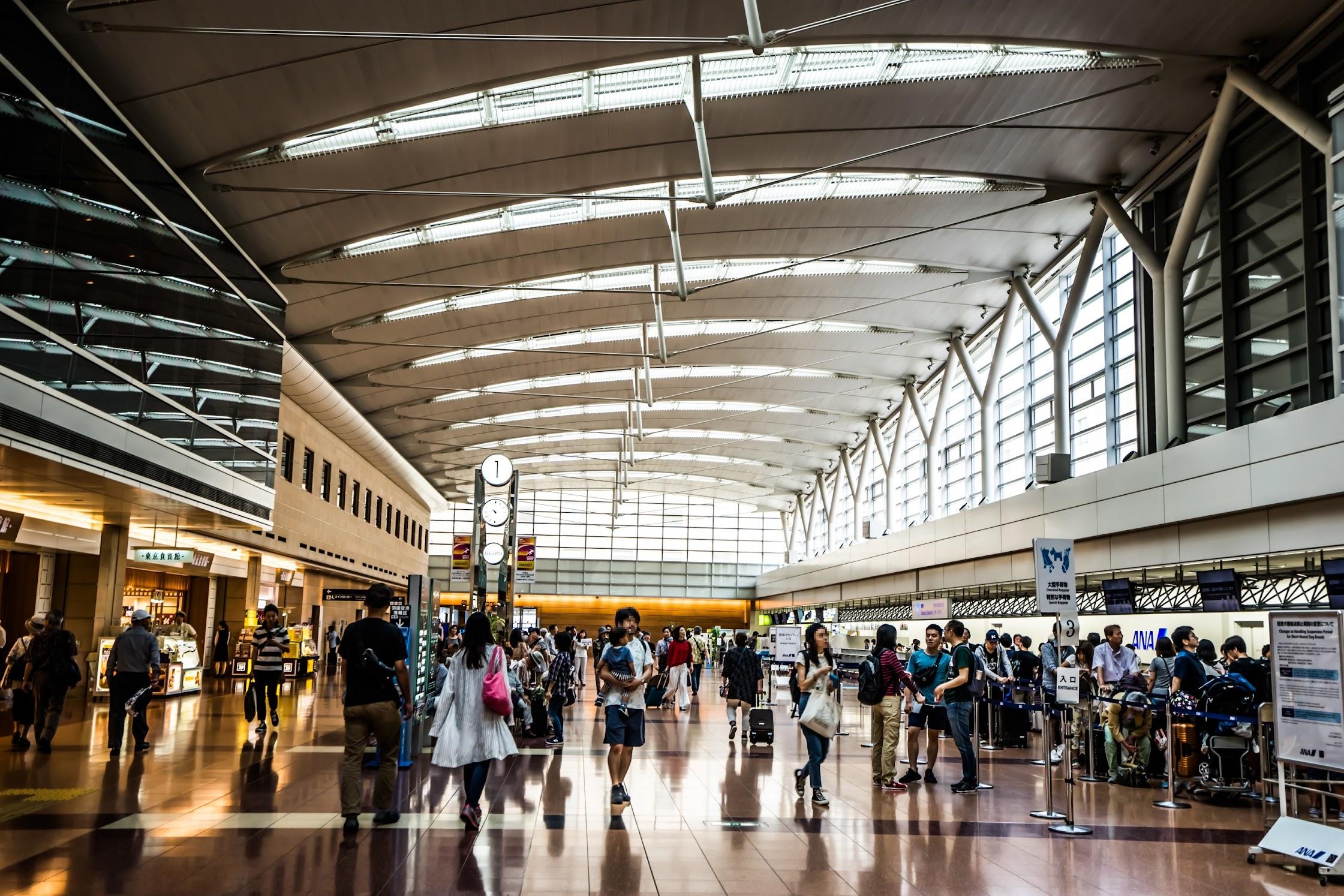 Haneda Airport departure lobby2