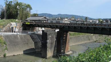 Photo: 2013年5月8日 宮川→田丸 間 外城田川橋梁 左側は複線時代の橋脚