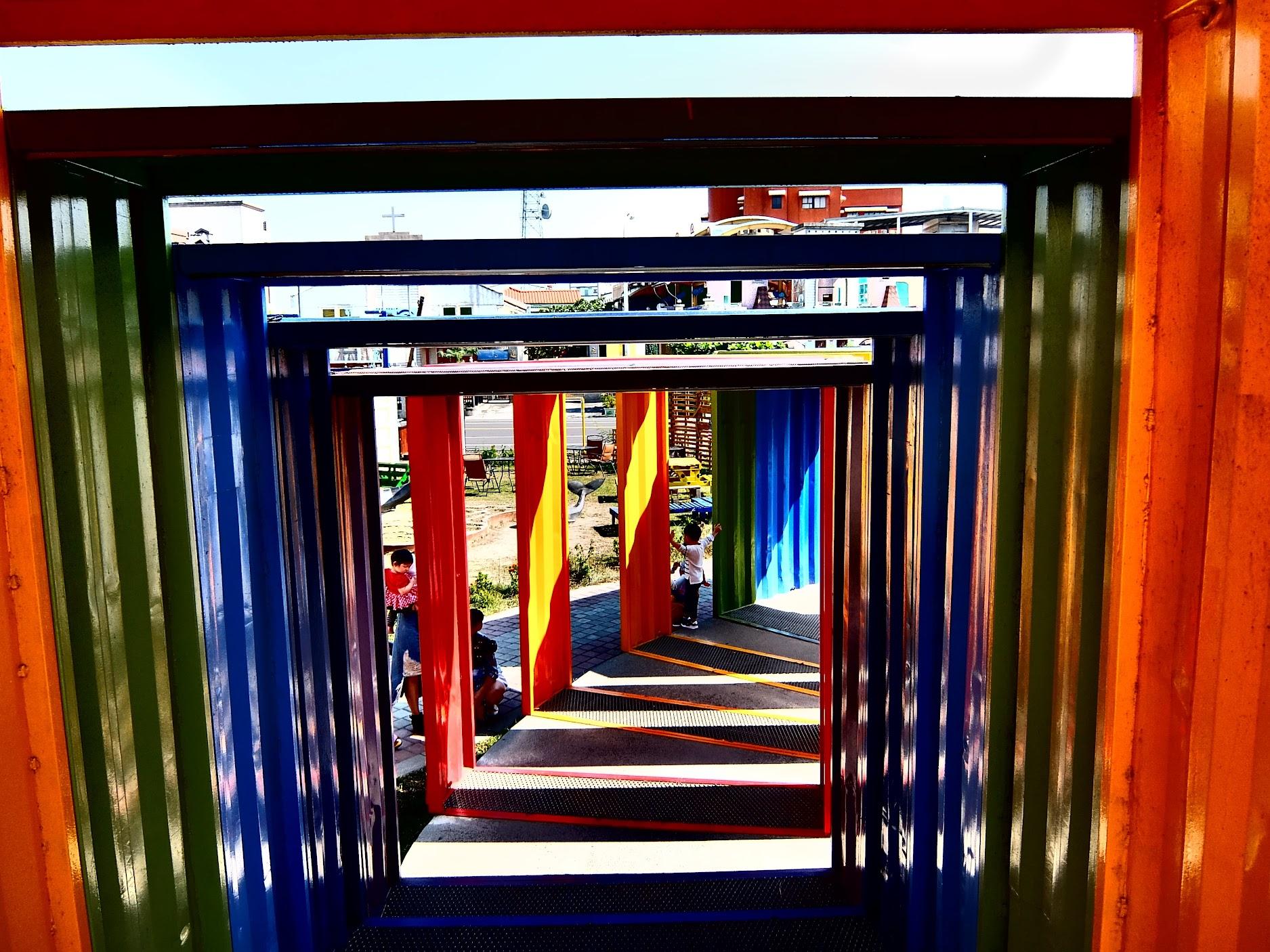 另一個角度的貨櫃拱橋