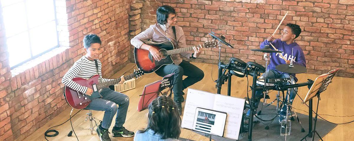 khóa học guitar đệm hát