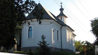 Photo: Biserica Ortodoxă Sf. Treime este prima biserică ortodoxă din Cluj, edificiu construit între anii 1795-1796 în stil baroc. http://ziuadecj.realitatea.net/eveniment/povestea-primei-biserici-romanesti-din-cluj--5460.html (2012.08.28)