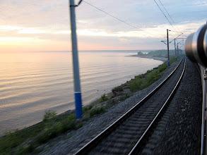 Photo: Железная дорога проходит рядом с Байкалом