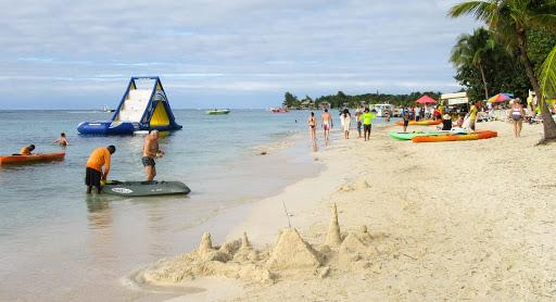 Beach-scene-in-Roatan.jpg - A beach scene at West Bay Beach in Roatan, Honduras.