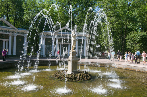 Peterhof-Palace-fountain5.jpg - One of the 144 fountains at Peterhof Palace near St. Petersburg, Russia.