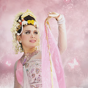 Sang Penari by Cevi Permana - People Musicians & Entertainers