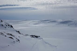 Photo: Tok snarvegen frå Sandhaug til Hellevassbu utanom kvista løyper og passerte Hansbu.