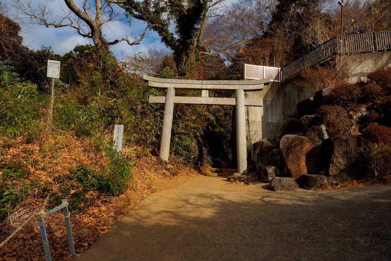 登山口。神社の裏にあります。