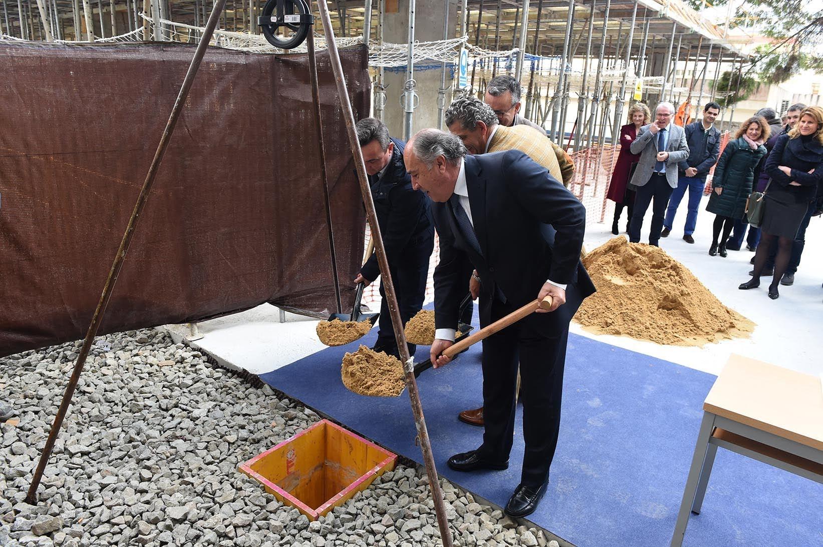 Visita a las obras para la construcción de la nueva biblioteca de la UCA