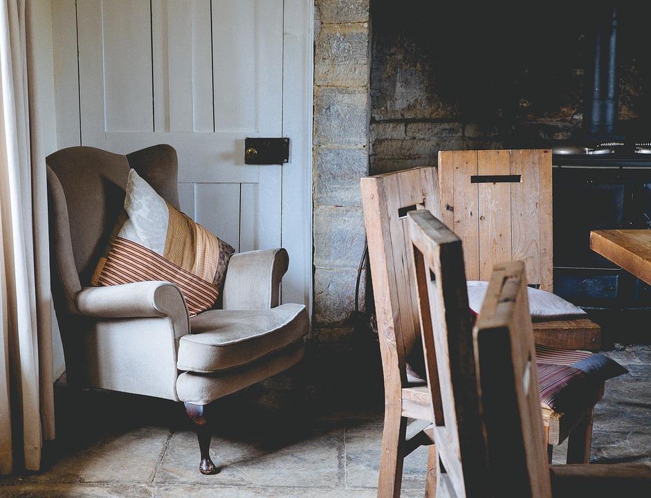 armchair-1031257_960_720.jpg