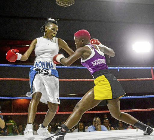 Bukiwe Nonina of Limpopo against Matshidiso Mokebisi./ Sydney Seshibedi / Gallo Images